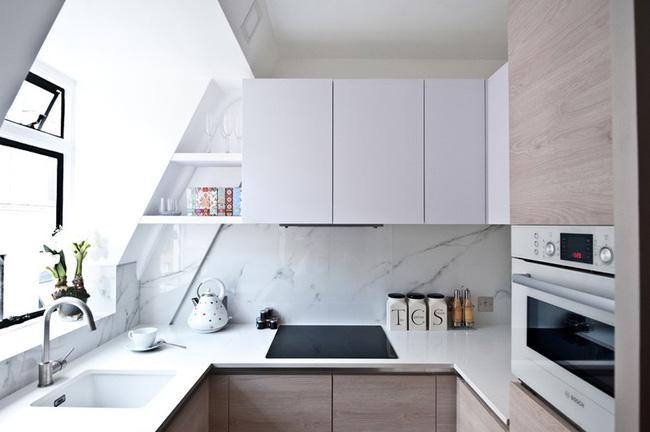 Không gian bếp nhỏ đã có giải pháp nội thất từ gỗ công nghiệp